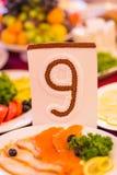 Couvert et carte sur la table à un mariage Photo stock