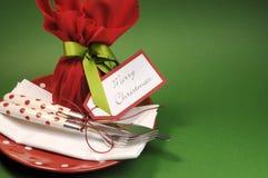 Couvert traditionnel de table de dîner de Joyeux Noël avec le pudding de prune, avec l'espace de copie Photos stock