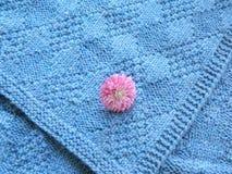 Couverture à crochet bleue Image stock
