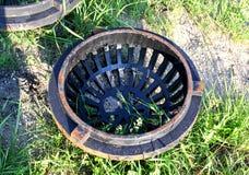Couverture circulaire de drain en métal photographie stock