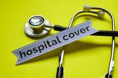 Couverture d'hôpital de plan rapproché avec l'inspiration de concept de stéthoscope sur le fond jaune photographie stock libre de droits
