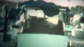 couverture de bateau (de vintage de 8mm) déchirée par ouragan clips vidéos