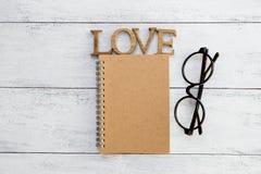 Couverture de carnet de Brown et amour en bois Image libre de droits