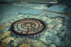 Couverture de drain de trou d'homme de NYC Image stock