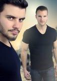 Couverture de livre avec deux hommes beaux Photo stock