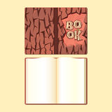 Couverture de livre en bois et livre ouvert de format Photos stock