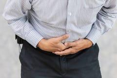 Couverture de main de douleur de mal de ventre photos stock
