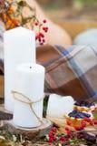 Couverture de tartan d'automne de canneberge de bougie Photo stock