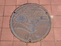 Couverture de trou d'homme au Hokkaido, Japon photos libres de droits