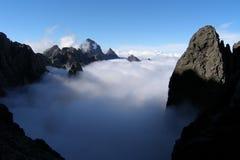 Couverture des nuages, montagnes de la Corse Photo stock