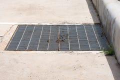 Couverture en acier de couverture ou de trou d'homme d'égout de gril Photographie stock libre de droits