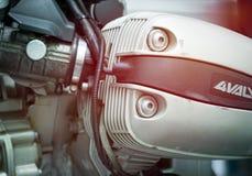 Couverture simple de culasse dans la boutique de moto de BMW Images libres de droits