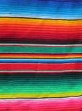 Couverture tissée sur métiers à main mexicaine de fiesta Image stock