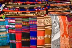 Couvertures et tissu colorés Photos libres de droits