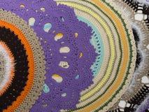 Couvertures tricotées faites main colorées Photos stock