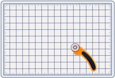 Couvre-tapis de découpage avec le coupeur rotatoire Image stock