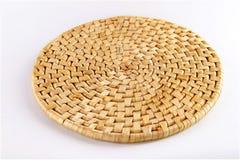 Couvre-tapis de place en bambou sur le blanc Photographie stock libre de droits