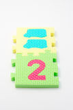 Couvre-tapis de puzzle du numéro deux. Orientation sur le plan (petit DOF) Image libre de droits