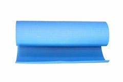 Couvre-tapis de yoga d'isolement sur le blanc Image libre de droits