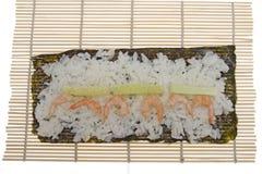 Couvre-tapis en bambou pour faire cuire des sushi Image libre de droits