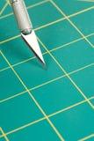 Couvre-tapis et couteau de découpage Image libre de droits