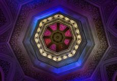 Couvrez d'un dôme l'intérieur au palais de Monserrate, Sintra, Portugal