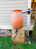 Couvrez l'eau de pluie supérieure moissonnant la collection et l'employez photo libre de droits