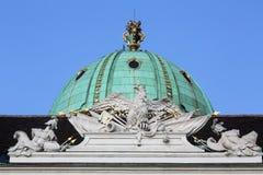 Couvrez la sculpture supérieure au palais de Hofburg, Vienne Images libres de droits