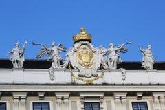 Couvrez la sculpture supérieure au palais de Hofburg, Vienne Photos stock
