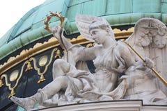 Couvrez la sculpture supérieure au palais de Hofburg, Vienne Images stock