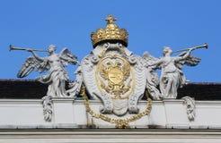Couvrez la sculpture supérieure au palais de Hofburg, Vienne Image stock