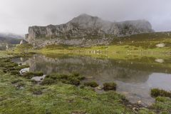 covadonga lakes royaltyfri fotografi