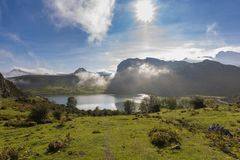 covadonga lakes royaltyfria bilder