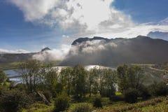 covadonga lakes royaltyfri bild