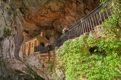 Covadonga Santa Cave een Katholiek heiligdom Asturias royalty-vrije stock foto's