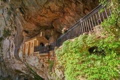 Covadonga Santa Cave un santuario cattolico Asturie fotografie stock libere da diritti