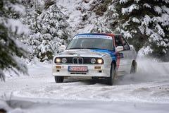 COVASNA, ROMÊNIA - 16 de janeiro: Os pilotos desconhecidos que competem no inverno reagrupam Covasna 2016 Foto de Stock Royalty Free