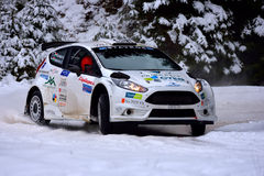 COVASNA, ROMÊNIA - 16 de janeiro: Os pilotos desconhecidos que competem no inverno reagrupam Covasna 2016 o 16 de janeiro, em Cov Imagens de Stock Royalty Free