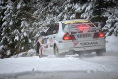 COVASNA, RUMÄNIEN - 16. Januar: Die unbekannten Piloten, die im Winter konkurrieren, sammeln Covasna 2016 Lizenzfreies Stockbild