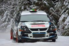 COVASNA RUMÄNIEN - Januari 16: Okända piloter som konkurrerar i vinter, samlar Covasna 2016 på Januari 16, Fotografering för Bildbyråer
