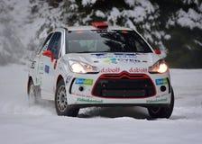 COVASNA, RUMANIA - 16 de enero: Los pilotos desconocidos que compiten en invierno reúnen Covasna 2016 el 16 de enero, en Covasna, Fotografía de archivo libre de regalías
