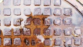 Covata arrugginita bagnata della fogna Fotografia Stock Libera da Diritti