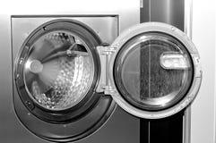 Covata rotonda di caricamento della lavatrice industriale fotografia stock