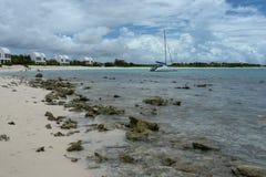 Covecastlesvilla's op strand, het Westen van de Ondieptebaai, Anguilla, de Britse Antillen, Caraïbische BWI, Royalty-vrije Stock Afbeelding