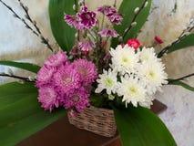COVEHITHE, SUFFOLK/UK - 24 DE MAIO: Exposição da flor no ` s C de St Andrew Foto de Stock