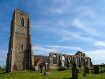 COVEHITHE, SUFFOLK/UK - 24 MEI: St Andrew ` s Covehithe met Bena Royalty-vrije Stock Afbeeldingen