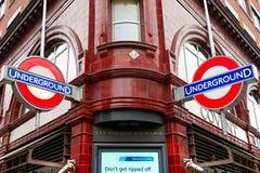 Covent graden a estação subterrânea, Londres, Reino Unido. Foto de Stock Royalty Free