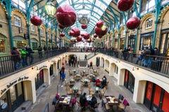 Covent trädgård på jultid, London Arkivbild