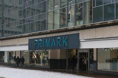 COVENTRY ENGLAND, UK - 3rd mars 2018: PRIMARK-lager, berömt modemärke i England Arkivbild