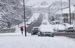 COVENTRY FÖRENADE KUNGARIKET 10-12-2017: tungt snöfall, bilar som täckas av snö, och påverkad trafik Royaltyfria Bilder